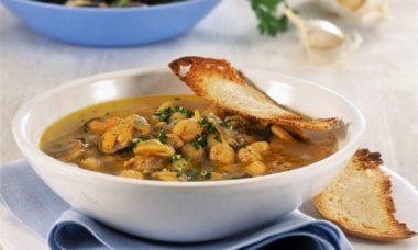 zuppa di ceci cozze e vongole 725x545